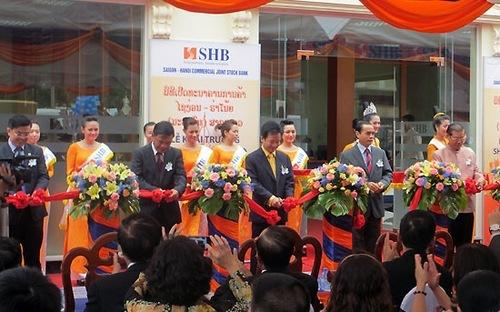 Sắp có loạt ngân hàng 100% vốn Việt tại Lào