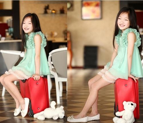 Những bộ đầm thời trang trẻ em cao cấp xuất khẩu xinh xắn, dễ thương được các mẹ chọn cho bé lúc nào cũng mang lại niềm vui và sự tự tin cho các bé gái.