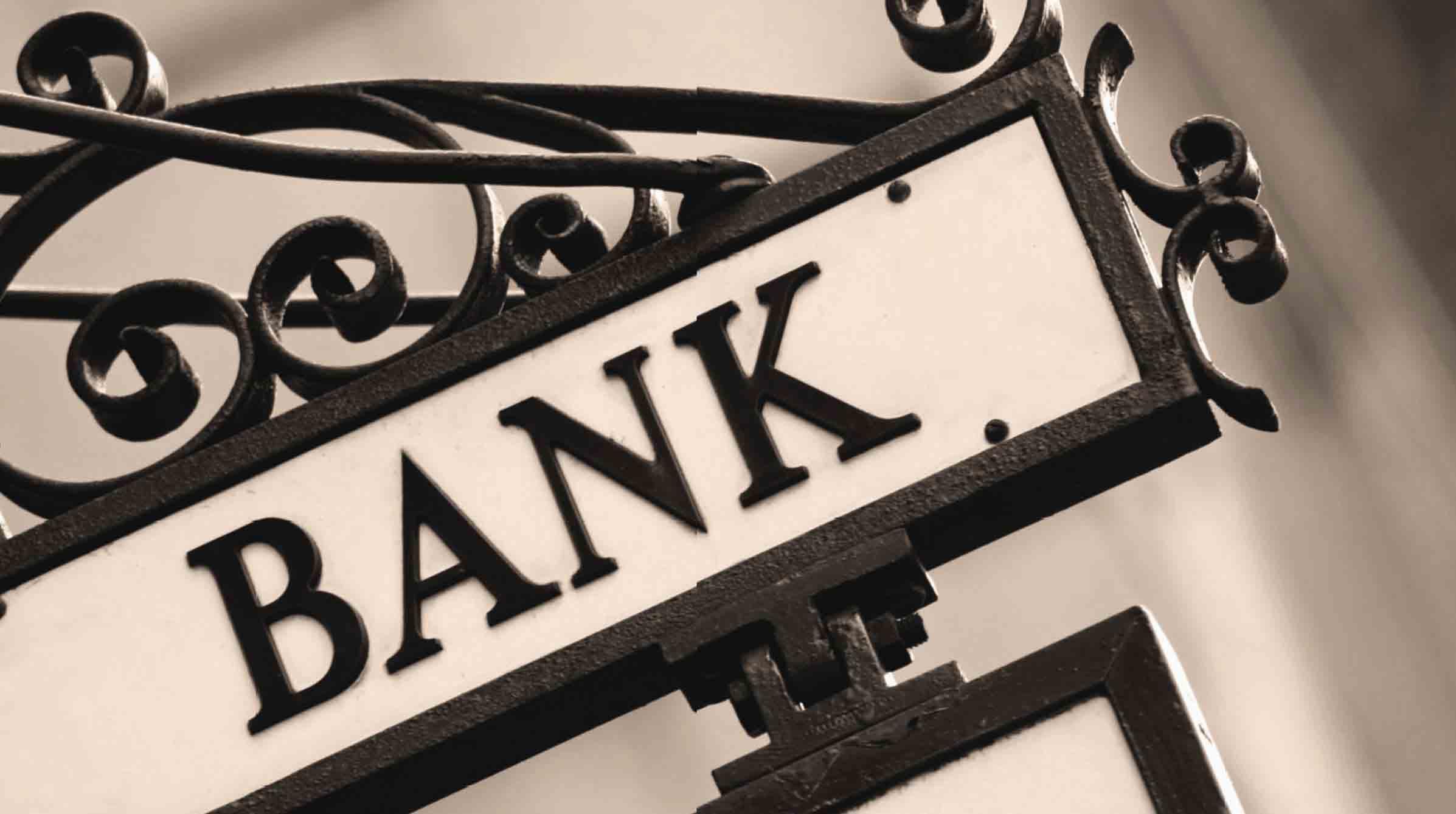 Cạnh tranh giữa các ngân hàng