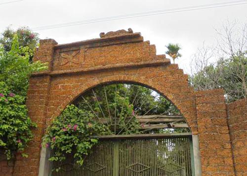 Những chiếc cổng được trang trí bằng đá rất đẹp mắt