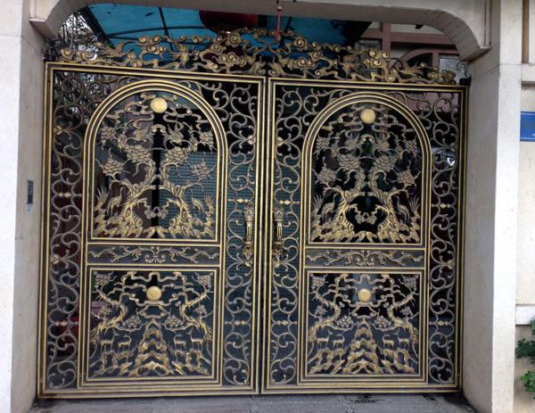 Thiết kế cổng theo phong cách lâu đài ở châu Âu