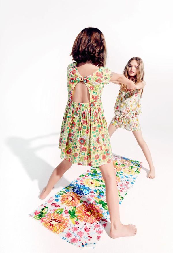 Chọn váy cho bé mùa nắng nóng