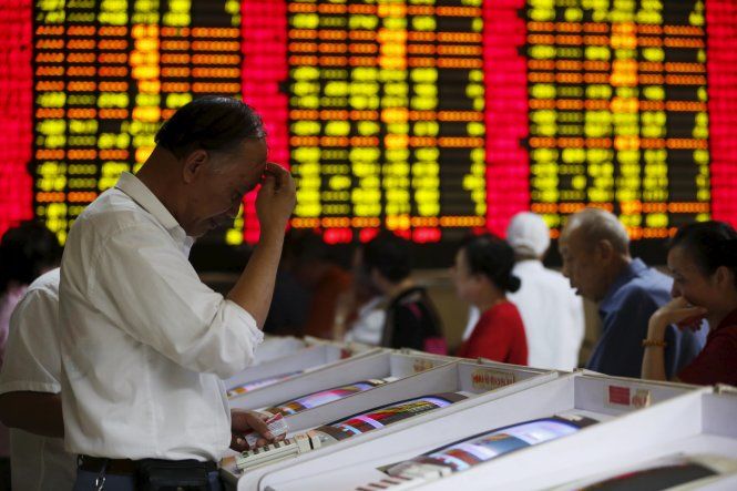 """Investors look at computer screens showing stock information at a brokerage house in Shanghai, China, July 8, 2015. Chinese stocks dived on Wednesday after the securities regulator said the tumbling stock market in the world's second-biggest economy was in the grip of """"panic sentiment"""" as investors ignored a battery of support measures from Beijing. REUTERS/Aly Song"""