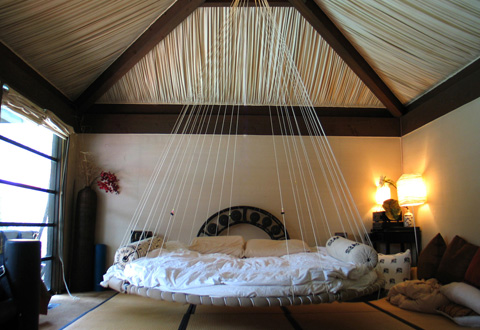 Tận hưởng mẫu giường treo độc đáo cho gian phòng ngủ của bạn