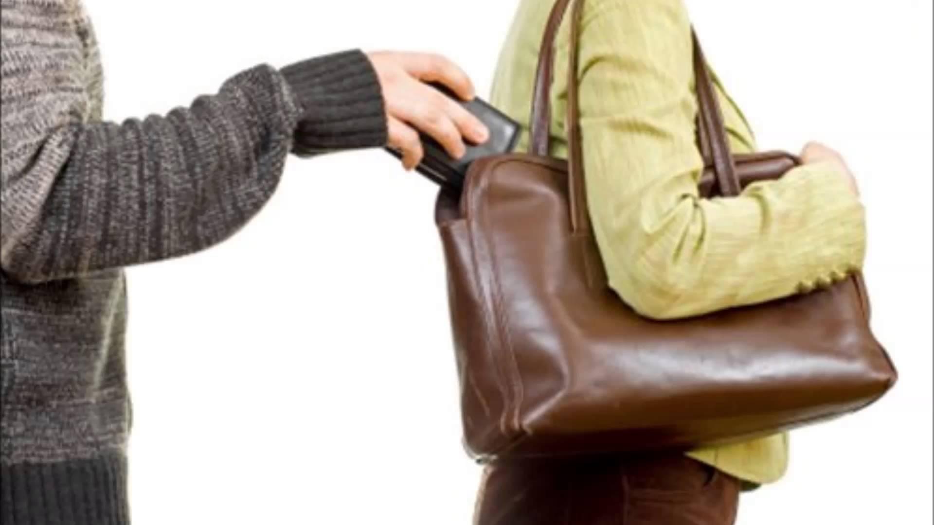Du lịch nước ngoài bị móc túi, bạn cần làm gì?