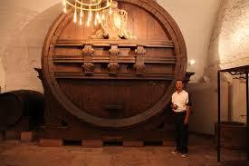 Hầm rượu 100.000 USD