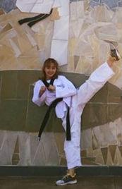 Minh Hằng siêu nhăng nhít bên bộ taekwondo