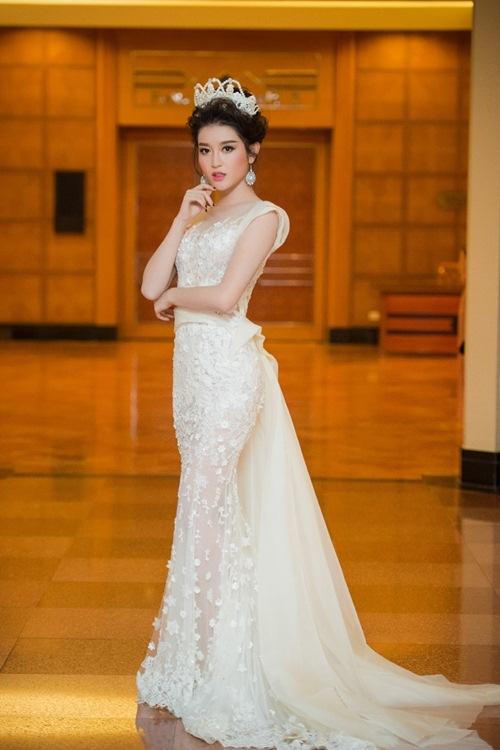 1448242698-huyen-my-kieu-toc-cong-chua-eva--9-
