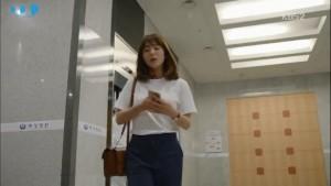 """Kang Mo Yeon và phong cách thời trang trong """"Hậu duệ mặt trời"""""""