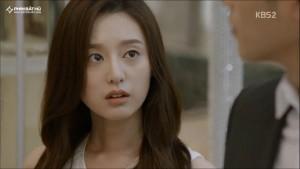 """Phong cách thời trang Yoon Myung Joo trong """"Hậu duệ mặt trời"""""""