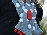 Cách làm khăn quàng cổ cho bé cực xinh xắn từ… bít tất dài