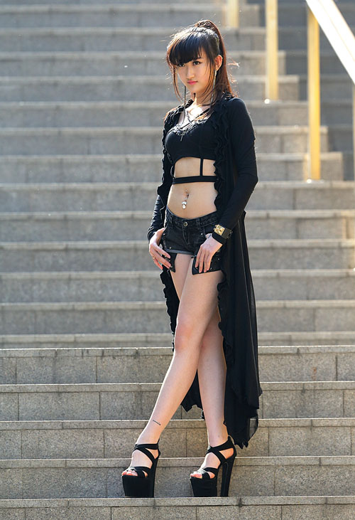 Thời trang cá tính, và đầy sexy của những cô  nàng chân dài