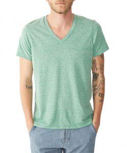 tips-mặc-áo-thun-nam-và-sơ-mi-cho-người-có-đôi-tay-nhỏ-sản-phẩm-của-alternative-apparel-elleman-vietnam