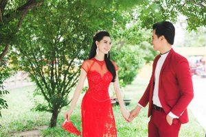 Mẫu áo dài cưới rực rỡ như màu nắng khiến cô dâu, chú rể thêm rạng ngời.