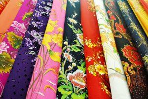 Vải áo dài được bày bán tại hầu hết các chợ lớn ở Sài Gòn.